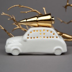 Auto se zlatým stromečkem LED