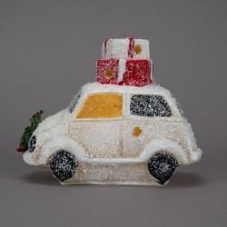 Auto bílé s dárky na střeše...